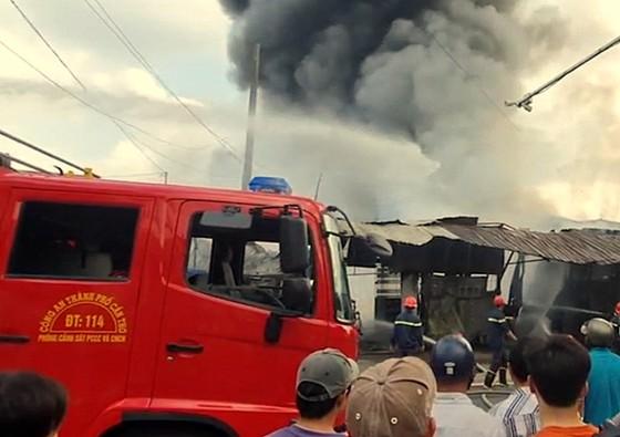 Cần Thơ: Cháy dữ dội gần khu vực Chợ Nổi ảnh 3