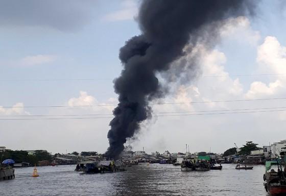 Cần Thơ: Cháy dữ dội gần khu vực Chợ Nổi ảnh 1