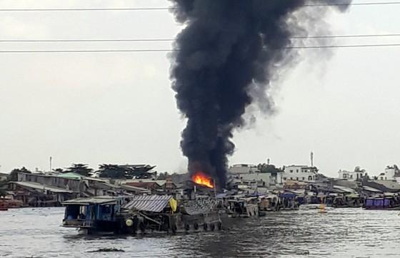 Cần Thơ: Cháy dữ dội gần khu vực Chợ Nổi ảnh 2