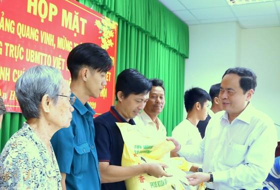 Chủ tịch Ủy ban Trung ương MTTQ Việt Nam Trần Thanh Mẫn trao quà Tết tại CầnThơ  ảnh 1