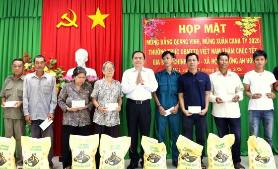 Chủ tịch Ủy ban Trung ương MTTQ Việt Nam Trần Thanh Mẫn trao quà Tết tại CầnThơ  ảnh 2