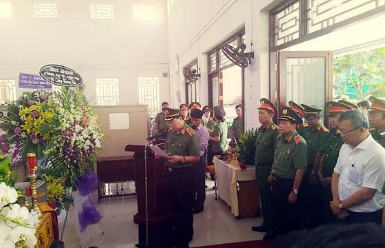 Thăng quân hàm cho đại úy công an tử vong lúc trực Tết ảnh 1