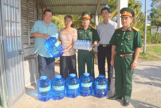 Sóc Trăng cấp nước uống miễn phí cho 1.000 hộ dân vùng hạn mặn ảnh 1