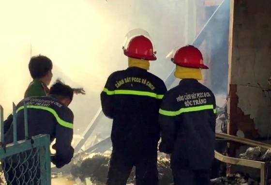 Sóc Trăng: Đại lý bao bì bốc cháy rồi lan qua 2 nhà lân cận ảnh 3