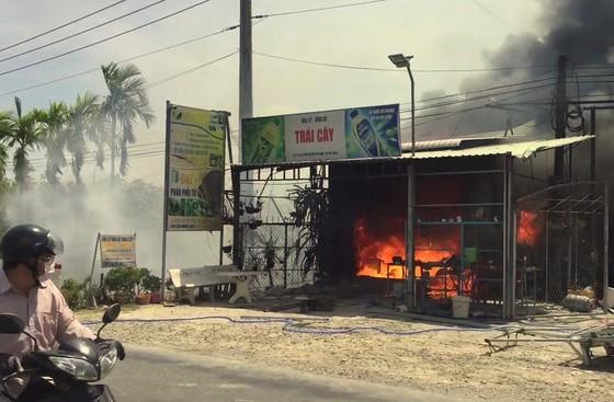 Sóc Trăng: Đại lý bao bì bốc cháy rồi lan qua 2 nhà lân cận ảnh 1