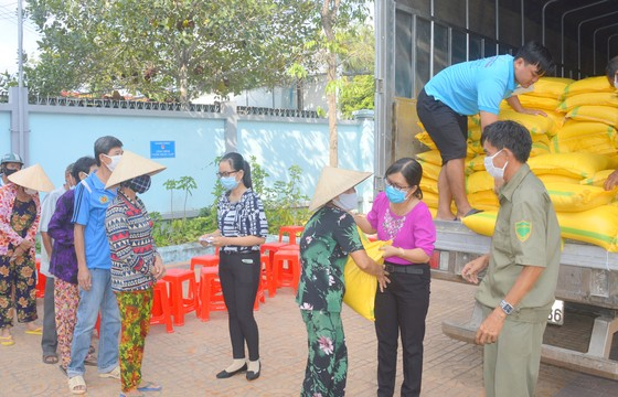 Sóc Trăng tiếp nhận 60 tấn gạo hỗ trợ người nghèo ảnh 1