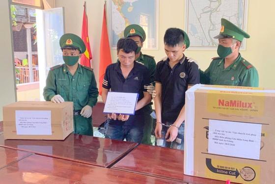 Bắt 2 đối tượng vận chuyển 40kg ma túy đá từ Campuchia về Việt Nam ảnh 1