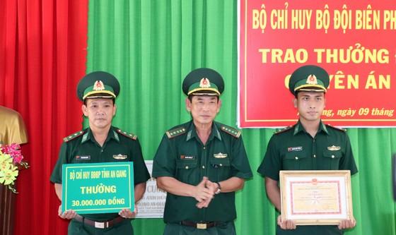 Bắt 2 đối tượng vận chuyển 40kg ma túy đá từ Campuchia về Việt Nam ảnh 3