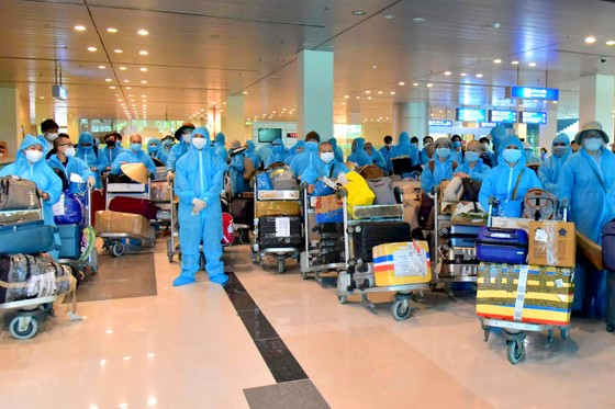 Đưa hơn 300 công dân Việt Nam từ Ấn Độ về nước  ảnh 1