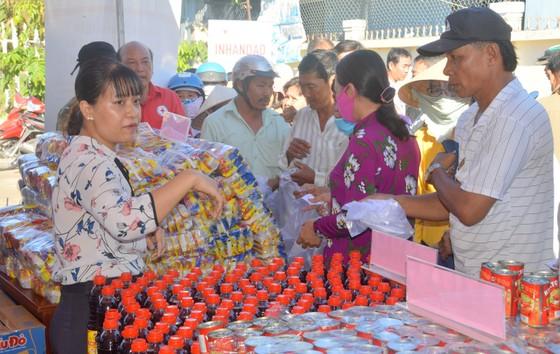 'Phiên chợ nhân đạo' tại các xã đảo ảnh 2