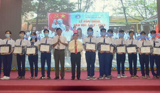 Sóc Trăng trao 406 học bổng Lương Định Của cho học sinh, sinh viên nghèo ảnh 2