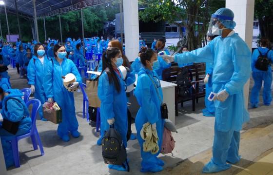 Cách ly tập trung 146 công dân từ Singapore về nước ảnh 1