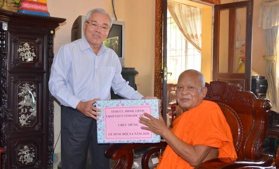 Thăm hỏi, chúc mừng lễ Sene Dolta đồng bào Khmer tại Sóc Trăng ảnh 2