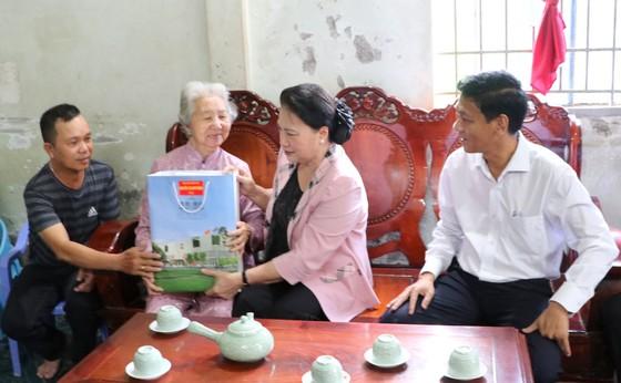 Chủ tịch Quốc hội Nguyễn Thị Kim Ngân thăm cơ sở sản xuất giống lúa ST25 ảnh 6