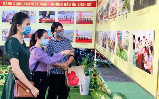Triển lãm ảnh 'Đảng Cộng sản Việt Nam – Những dấu ấn lịch sử' ảnh 1
