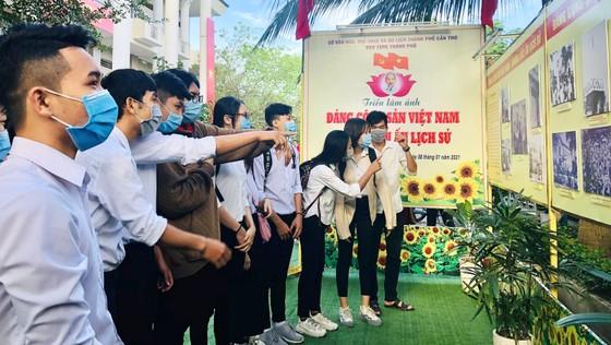 Triển lãm ảnh 'Đảng Cộng sản Việt Nam – Những dấu ấn lịch sử' ảnh 2