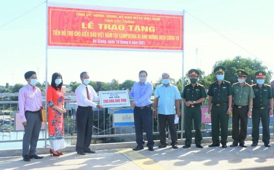 Hỗ trợ kiều bào người Việt tại Campuchia bị ảnh hưởng dịch Covid-19 ảnh 1