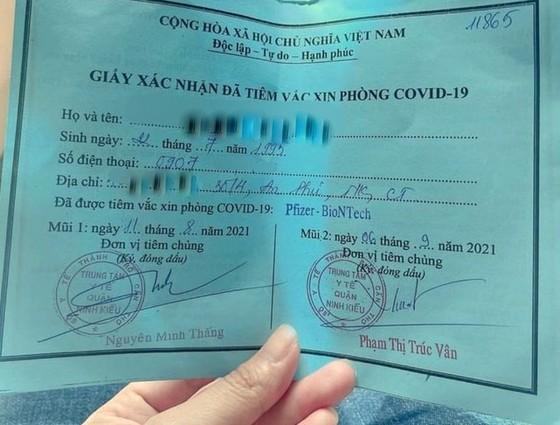 """Vụ cô gái """"xin ông anh"""" tiêm vaccine: Phó Chủ tịch phường bị đình chỉ công tác ảnh 1"""