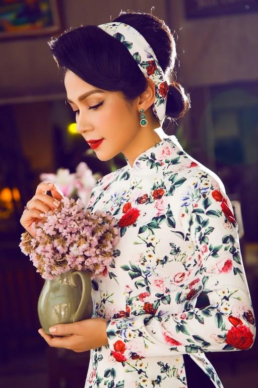 """Sao Việt khoe sắc với áo dài """"Cô Bông Sài Gòn"""" ảnh 1"""
