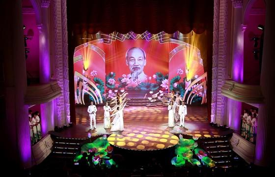 Chương trình nghệ thuật đặc biệt kỷ niệm 130 năm ngày sinh chủ tịch Hồ Chí Minh ảnh 2
