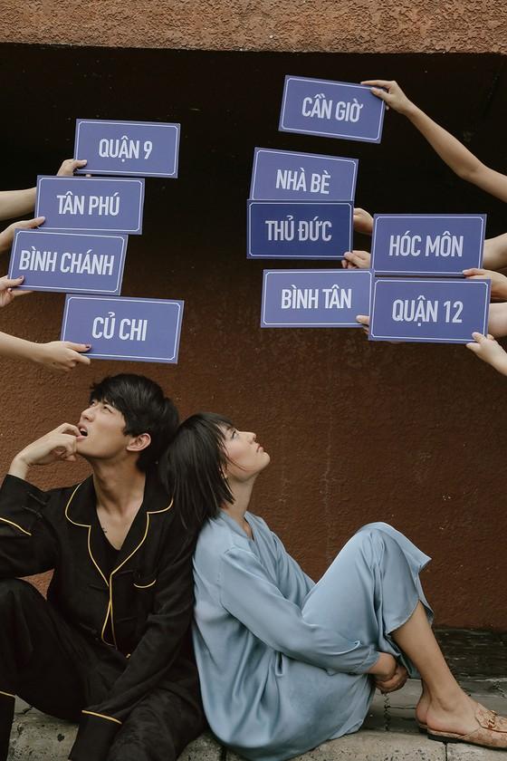"""Cặp đôi 'Sài Gòn trong cơn mưa' chụp ảnh """"check in"""" khắp thành phố ảnh 17"""