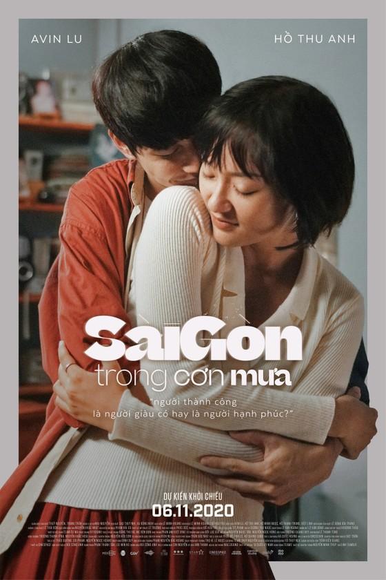 """Cặp đôi 'Sài Gòn trong cơn mưa' chụp ảnh """"check in"""" khắp thành phố ảnh 2"""