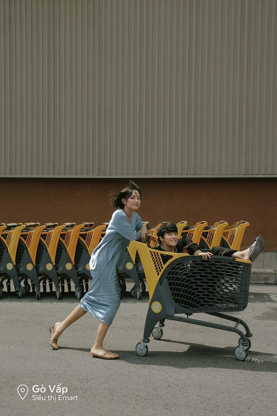 """Cặp đôi 'Sài Gòn trong cơn mưa' chụp ảnh """"check in"""" khắp thành phố ảnh 10"""