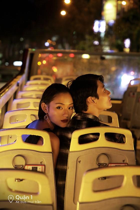 """Cặp đôi 'Sài Gòn trong cơn mưa' chụp ảnh """"check in"""" khắp thành phố ảnh 8"""
