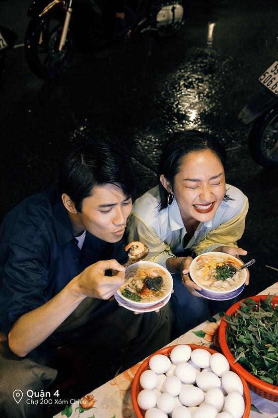 """Cặp đôi 'Sài Gòn trong cơn mưa' chụp ảnh """"check in"""" khắp thành phố ảnh 13"""