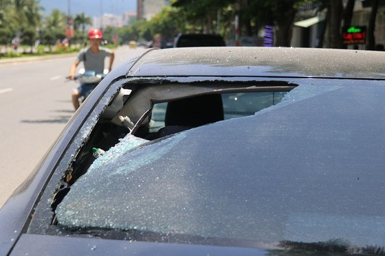 Đà Nẵng: Nhiều ô tô bị đập phá trong đêm ảnh 1