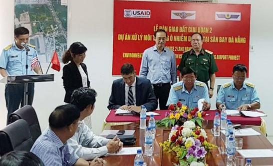 Bàn giao 12,7ha đất quốc phòng để mở rộng sân bay quốc tế Đà Nẵng  ảnh 1