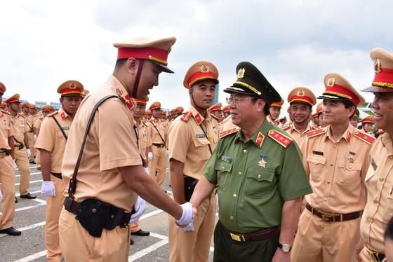 Lực lượng CSGT ra quân đảm bảo trật tự ATGT tại Tuần lễ cấp cao APEC  ảnh 4
