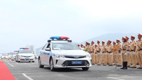 Lực lượng CSGT ra quân đảm bảo trật tự ATGT tại Tuần lễ cấp cao APEC  ảnh 7
