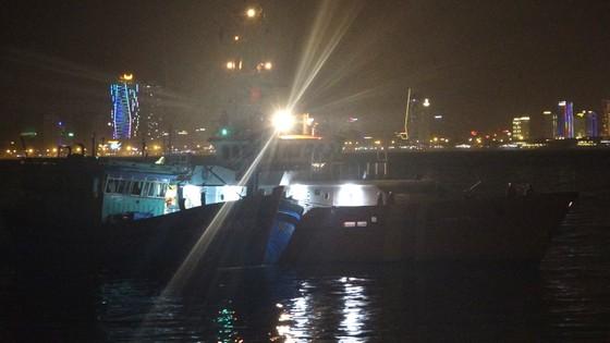 Vượt sóng dữ cứ 13 ngư dân gặp nạn trên biển  ảnh 1