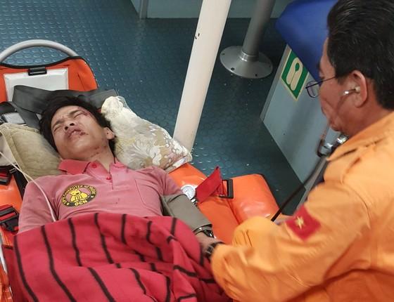 Điều tàu SAR 412 cứu nạn khẩn cấp thuyền viên gặp nguy kịch trên đảo Cù Lao Chàm  ảnh 1