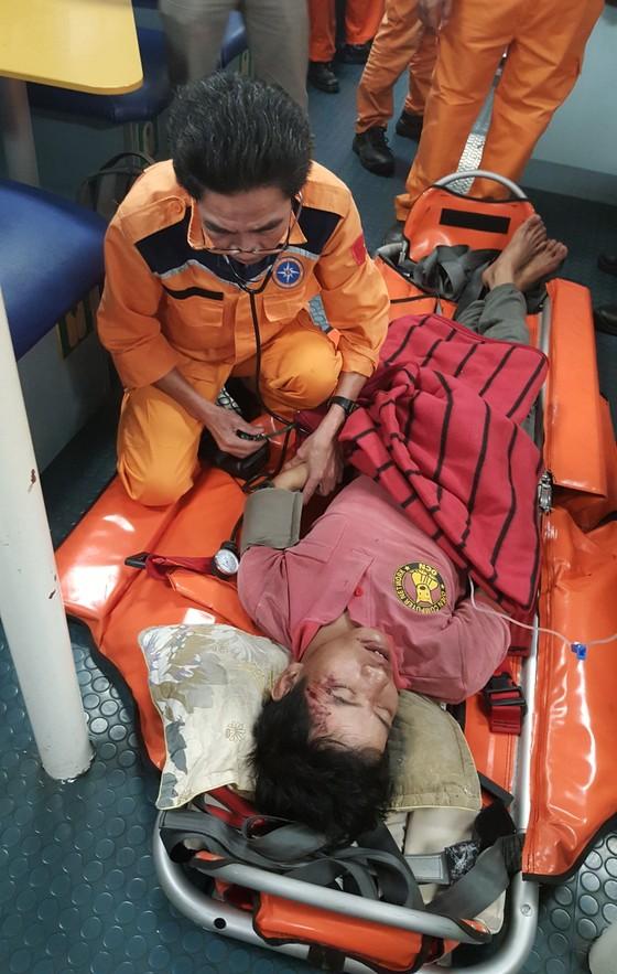 Điều tàu SAR 412 cứu nạn khẩn cấp thuyền viên gặp nguy kịch trên đảo Cù Lao Chàm  ảnh 2