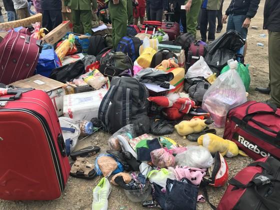 Lật xe chở công nhân về quê ăn tết, 2 người chết, 15 người bị thương ảnh 4