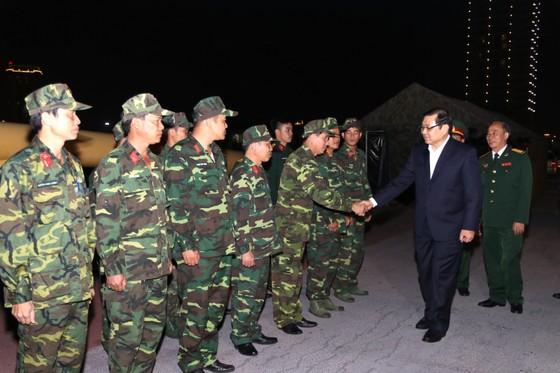 """Lãnh đạo TP Đà Nẵng đi thăm và chúc tết các đơn vị """"trực chiến"""" đêm giao thừa  ảnh 6"""