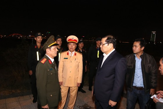 """Lãnh đạo TP Đà Nẵng đi thăm và chúc tết các đơn vị """"trực chiến"""" đêm giao thừa  ảnh 5"""