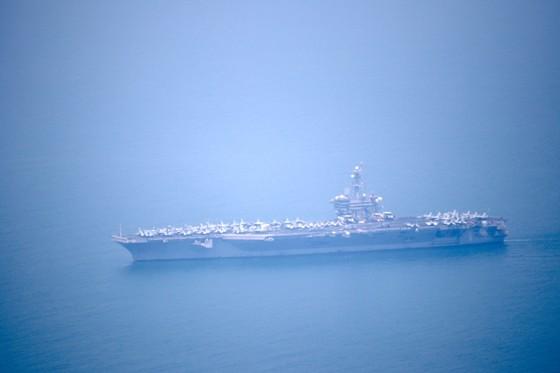 Tàu sân bay USS Carl Vinson đang vào cảng Tiên Sa - Đà Nẵng  ảnh 1