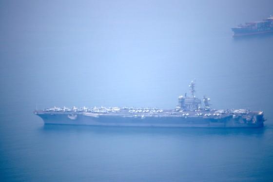 Tàu sân bay USS Carl Vinson đang vào cảng Tiên Sa - Đà Nẵng  ảnh 6