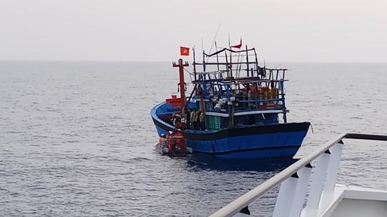 Cứu nạn kịp thời một ngư dân bị bệnh ở vùng biển Hoàng Sa ảnh 2