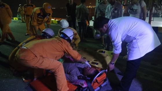 Cứu nạn kịp thời một ngư dân bị bệnh ở vùng biển Hoàng Sa ảnh 4