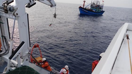 Cứu nạn kịp thời một ngư dân bị bệnh ở vùng biển Hoàng Sa ảnh 1