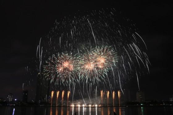Bầu trời Đà Nẵng rực rỡ pháo hoa  ảnh 17