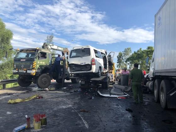 Xe đi rước dâu gặp tai nạn thảm khốc, 13 người chết, 4 người bị thương  ảnh 9