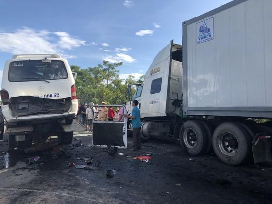 Xe đi rước dâu gặp tai nạn thảm khốc, 13 người chết, 4 người bị thương  ảnh 10