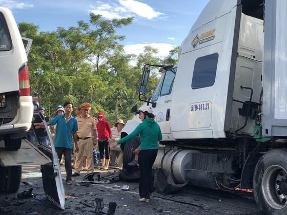 Xe đi rước dâu gặp tai nạn thảm khốc, 13 người chết, 4 người bị thương  ảnh 11