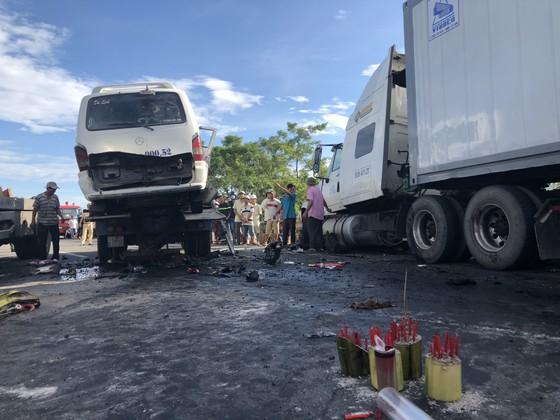 Xe đi rước dâu gặp tai nạn thảm khốc, 13 người chết, 4 người bị thương  ảnh 1