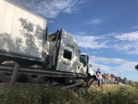 Xe đi rước dâu gặp tai nạn thảm khốc, 13 người chết, 4 người bị thương  ảnh 6